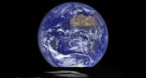 Misterele Lunii şi Pământului